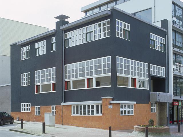 Galerie In Huis : Galerie zwart huis zeedijk knokke gallery galerie